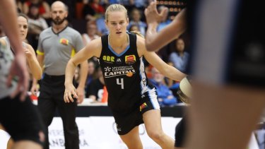 Kristy Wallace made her Capitals debut in the match against Dandenong.