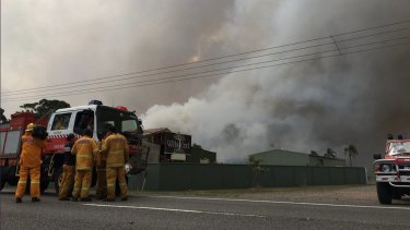 Firefighters are working to contain a bushfire affecting residents in Tomago and Williamstown in Port Stephens.