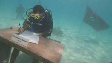 Mohamed Nasheed held a cabinet meeting under water in 2009.