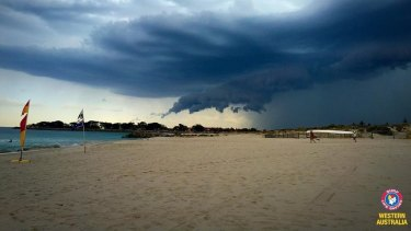 A shark warning is cancelled for beaches between Sorrento and Trigg.
