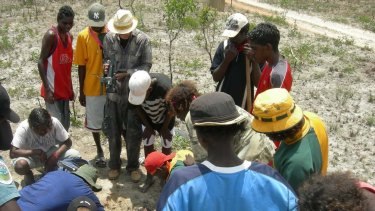 Maningrida locals in the tarantula field 500 km east of Darwin.