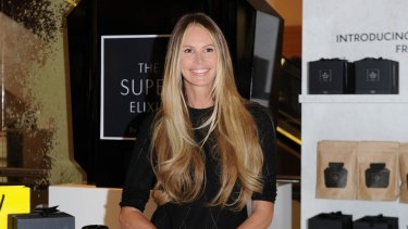 Elle Macpherson has revealed what she carries in her handbag.
