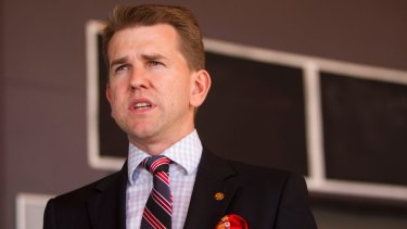 Queensland Attorney-General Jarrod Bleijie goes analogue in question time.