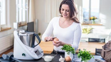 A newer model of the Thermomix has locking mechanisms on each side of the lid to hold it down in place.