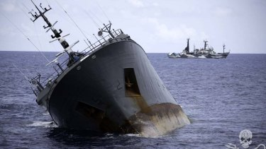 The poaching vessel Thunder sinks in suspicious circumstances.