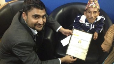 Amarjhit Khela presents a certificate of appreciation to the former shortest man in the world, Chandra Bahadur Dangi.