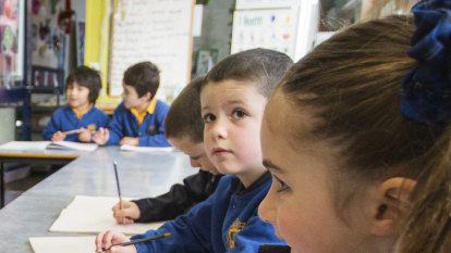 How an algorithm could curb the spread of COVID-19 through schools