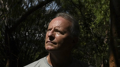 Former fire chief calls for paid firefighting reserve to fight mega blazes