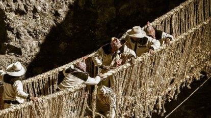 Peruvians re-weave 500-year-old Incan bridge broken in pandemic
