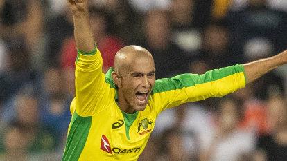 Australia thrashes South Africa by 107 runs