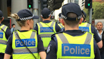 Teenager stabbed, punched by youths in broad daylight at Mordialloc