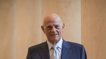 Solomon Lew takes aim at Myer over pay, board posts