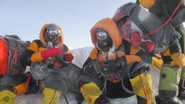 Satyarup Sidhantha's photo on Everest, which he claims was later digitally altered by an Indian couple.