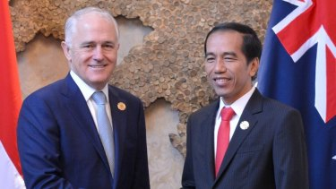 Prime Minister Malcolm Turnbull and Indonesian President Joko Widodo meet on the sidelines of the Association of Southeast Asian Nations summit in Laos on Thursday.