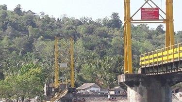 "The collapsed ""Yellow Bridge"" linking Nusa Lembongan and Nusa Ceningan."