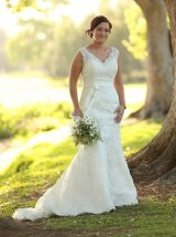 Newlywed Alice Ayling dropped her wedding gown into a Brisbane dry cleaners. They subsequently lost it.