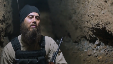 In a new IS propaganda video, Adelaide doctor Tareq Kamleh (aka Abu Yusuf al-Australi) focuses on civilian victims of the air strikes and spruiks the heroics of Raqqa's fighters.