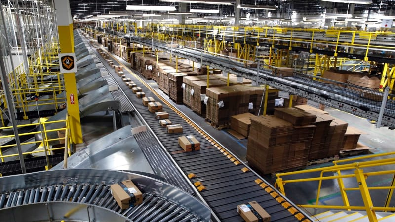 2a6561602 Last mile  Amazon ups ante for online shopping as Australia Post aims to  deliver