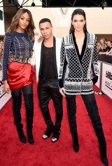 Olivier Rousteing (centre) and model Jourdan Dunn and Kendall Jenner, all wearing Balmain x H&M, at the 2015 Billboard Music Awards in Las Vegas.