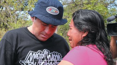 Alvarenga with Ezequiel Córdoba's mother.