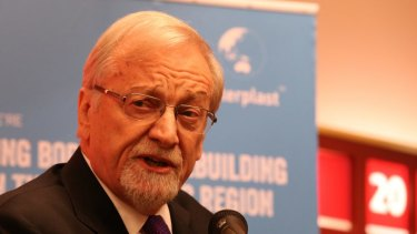 Former Foreign Minister Gareth Evans says it's a ''no-brainer'' that Australia should be involved in nuclear waste disposal and storage.