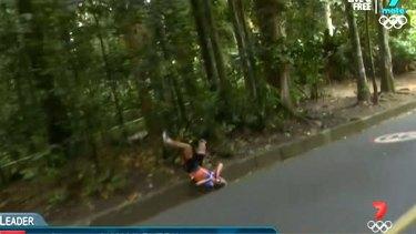 Bad crash: Annemiek van Vleuten lands very awkwardly.