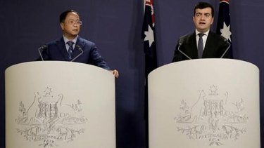 Huang Xiangmo and Sam Dastyari at a press conference for the Chinese community in Sydney on June 17, 2016.