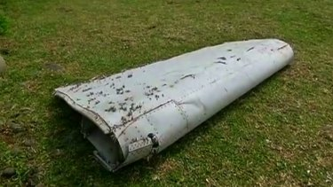 Experts say a large object that washed up on Reunion Island almost certainly came from a Boeing 777.