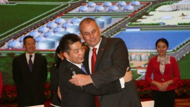 Chinese billionaire Ye Cheng and NT Chief Minister Adam Giles express their mateship.