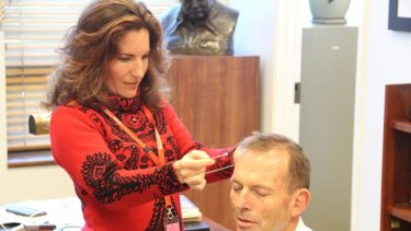 Sculptor Linda Klarfeld takes Tony Abbott's measure during a sitting in his Canberra office.