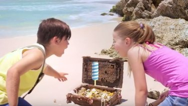 In the video two children come across a treasure chest containing a Twirly Pop.