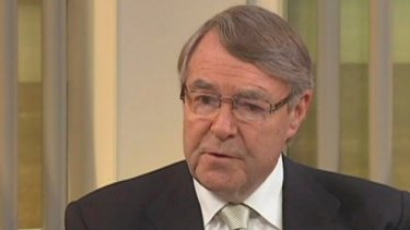 Former judge Stephen Charles has warned Malcolm Turnbull against adopting Victoria's anti-corruption model federally.
