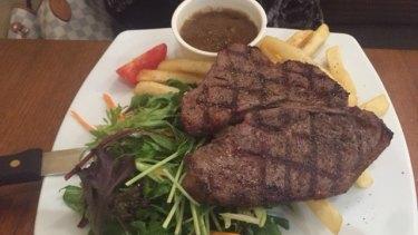 Mel's underwhelming rump steak and cold chips