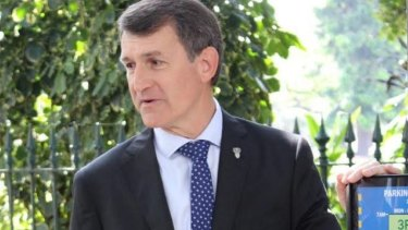 Brisbane City Council's LNP administration quietly signed its $650 million contract with Lend Lease to build its Kingsford Smith Drive upgrade last week, Mayor Graham Quirk revealed in the council chamber on Tuesday afternoon.