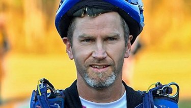 Skydiver Michael Vaughan has died in hospital, a day after a parachuting accident.