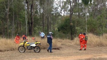 Police and SES volunteers search a Gatton park for Jayde Kendall.