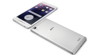 The Oppo R7 features fast recharging technology.