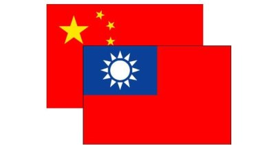 A complex relationship: the Chinese and Taiwanese flags.