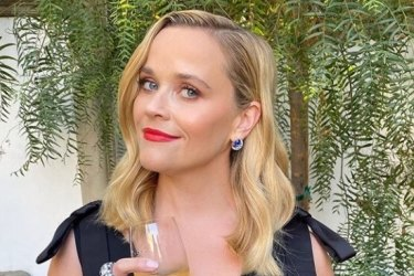Reese Witherspoon wears Louis Vuitton.