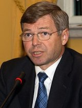 Kjell Magne Bondevik, former prime minister of Norway, was detained at Dulles airport in Washington.