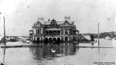 Flood waters at Breakfast Creek Hotel in 1893.