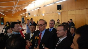 Dr Zhu with Gillard government foreign minister Bob Carr after being appointed to the Chinese Ministerial Consultative Committee.