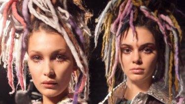 Models Bella Hadid and Kendall Jenner wear fake dreadlocks at Marc Jacobs' NYFW show.