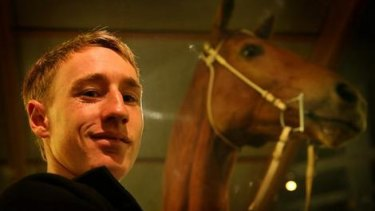 William Pike with Phar Lap at the Melbourne Museum.