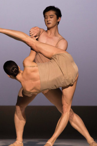 Australian Ballet principal dancers Chengwu Guo and Robyn Hendricks in Chroma, 2014.
