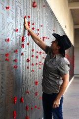 Lee Kernaghan visiting the Australian War Memorial.