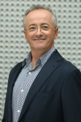 Andrew Denton hosts Interview on Channel Seven.