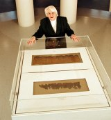 Dr Barbara Thiering at the 2000 Dead Sea Scrolls exhibit at the Art Gallery of NSW.