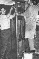 Robert Whitehead (left)