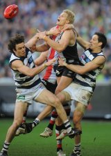 Nick Riewoldt contests a mark in the 2009 grand final.